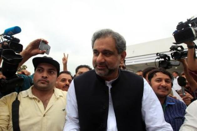 <p>Pakistan's new PM consults with ousted boss Nawaz Sharif on cabinet</p>