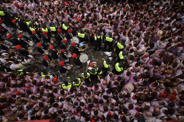 <p>A municipal band is surrounded by revelers after the launch of the <em>chupinazo</em> rocket to celebrate the official opening of the 2017 San Fermín Fiesta. (Photo: Alvaro Barrientos/AP) </p>
