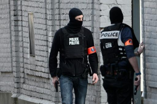 Paris attacks fugitive Abdeslam's fingerprints 'in Brussels flat'