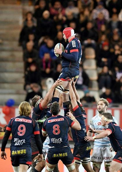 Grenoble's lock Aly Muldowney grabs the ball in a line out during the French Top 14 rugby union match against and Racing 92 on March 4, 2017