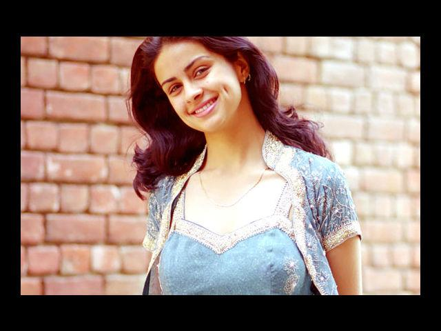 <b>2. Gul Panag</b><br>She may not be the most wanted personality in Bollywood, but when it comes to dimples – this lady has her fair share. Her smile extends to her charming personality. No wonder she was crowned Miss Beautiful Smile at the Miss India pageant in 1999, where she was also the winner.