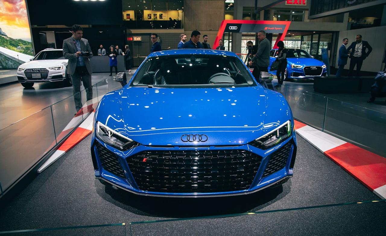 View Refreshed 2020 Audi R8 Photos
