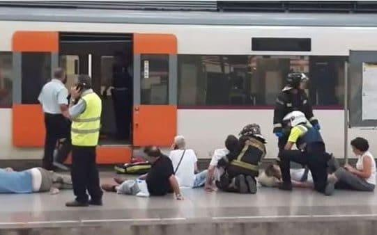 "More than 50 people were injured on Friday when a train crashed into the buffers at a Barcelona station, a collision that passengers said felt like ""an earthquake"". Eighten people were taken to hospital, one in a serious condition, after the accident at the Estacio de Franca in the centre of the city. Roads were closed around the station as emergency workers rushed to the scene, treating bleeding passengers on the platform. The incident happened during the morning rush hour at the Francia station, in the city centre Credit: RTVE.es The crash occurred at 7.15am when the regional commuter train failed to brake as it pulled into the station. Panic broke out aboard with some passengers at first fearing they had been hit by a terrorist attack. ""We did not know if it was a bomb or what had happened. People started to scream and were very scared,"" Lidia Garcia, who was traveling in the first carriage, told reporters at the scene. Firefighters and paramedics treat injured people at Francia Railway Station Credit: EFE The driver was in a state of shock, said Toni Comin, the Catalan health secretary. He said the seriously injured victim had suffered a pulmonary contusion, but was ""out of danger"".  Graphic: Francia station, Barcelona Witnesses said the train was slowing down as it pulled into the station. Yet the impact was strong enough to force the buffer into the nose of the train and crumple the first carriage, leaving large cracks visible in the body. The incident happened during the morning rush hour at the Francia station Credit:  @iamfelixrios Some passengers had already got up from their seats when the crash occurred, said Ms Garcia, who escaped with only grazes. ""Many fell to the floor, because there were already people on their feet on the train, and I saw several people with cuts to the head and to the face,"" she said.  Firefighters and paramedics treat the injured The causes of the accident are as yet unknown; authorities said an investigation would be launched. There may be questions over the state of the station itself; the listed building has been eyed for closure since 1969 and the previous mayor had planned to shutter it in 2015. Mariano Rajoy, the Spanish prime minister, telephoned Carlos Puigdemont, the Catalan president, to offer his support and dispatched the minister of development to Barcelona. It was a rare moment of unity between the two men, who have been locked in an escalating battle over Catalonia's bid for independence. También por cortes al romper varios cristales. A la espera de la investigación del hecho, resaltar que NO HAY HERIDOS GRAVES. pic.twitter.com/5XwQerhLRx— Maki (@Maquinistilla) July 28, 2017"