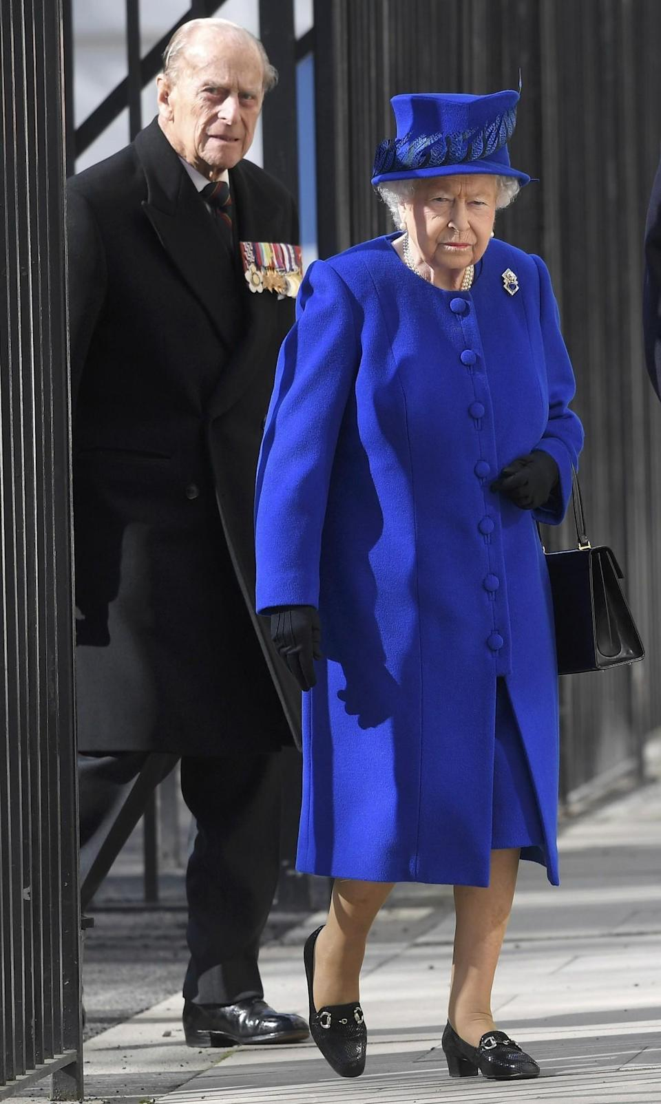 <p>The Queen attended the unveiling of a new Iraq and Afghanistan memorial wearing a royal blue look.<br><i>[Photo: PA]</i> </p>