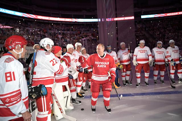 Russian President Vladimir Putin welcomes players during a gala match at the All-Russia Festival of Night Hockey League in Sochi, Russia May 10, 2018. Sputnik/Alexei Nikolsky/Kremlin via REUTERS ATTENTION EDITORS - THIS IMAGE WAS PROVIDED BY A THIRD PARTY.