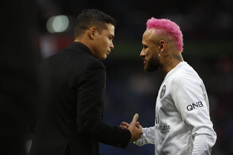 Neymar e Thiago Silva durante jogo do PSG. Foto: Mehdi Taamallah/NurPhoto via Getty Images