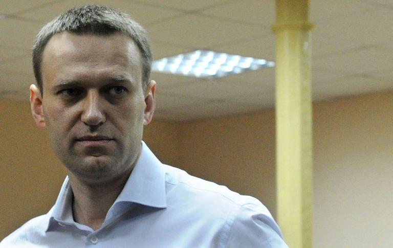 Russian opposition leader Alexei Navalny arrived in court for the start of his trial in Kirov, on April 17, 2013
