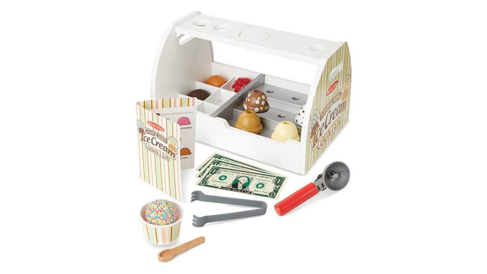 This charming set is good for hours of imaginative play.
