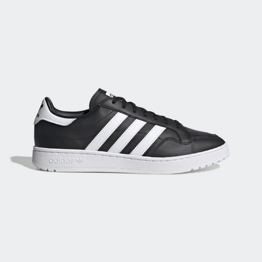 Team Court Shoes in core black