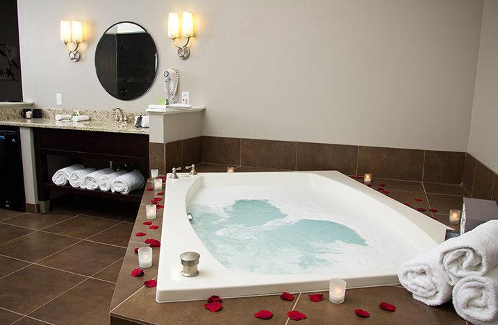 "The two-person jacuzzi tub of the <a href=""https://www.tripadvisor.com/Hotel_Review-g50838-d308614-Reviews-Belamere_Suites-Perrysburg_Ohio.html"" target=""_blank"">Belamere Suites Hotel in Perrysburg, Ohio</a>, which snagged the top spot for TripAdvisor's best hotel in the U.S. for romance. A night at Belamere Suites averages about <a href=""https://www.tripadvisor.com/Hotel_Review-g50838-d308614-Reviews-Belamere_Suites-Perrysburg_Ohio.html"" target=""_blank"">$218 a night</a>.  (Belamere Suites Hotel)"