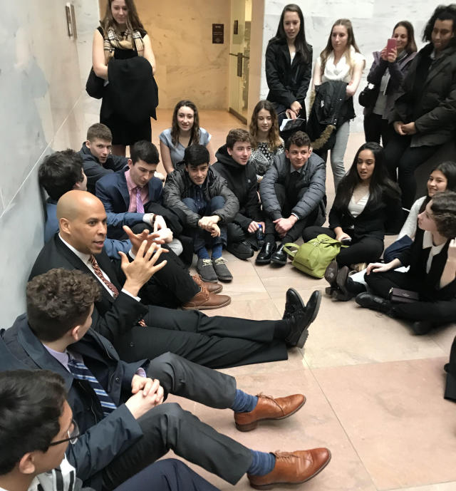 Sen. Cory Booker with a group of New Jersey high school students at the Capitol. (Photo: Yahoo News/Hunter Walker)