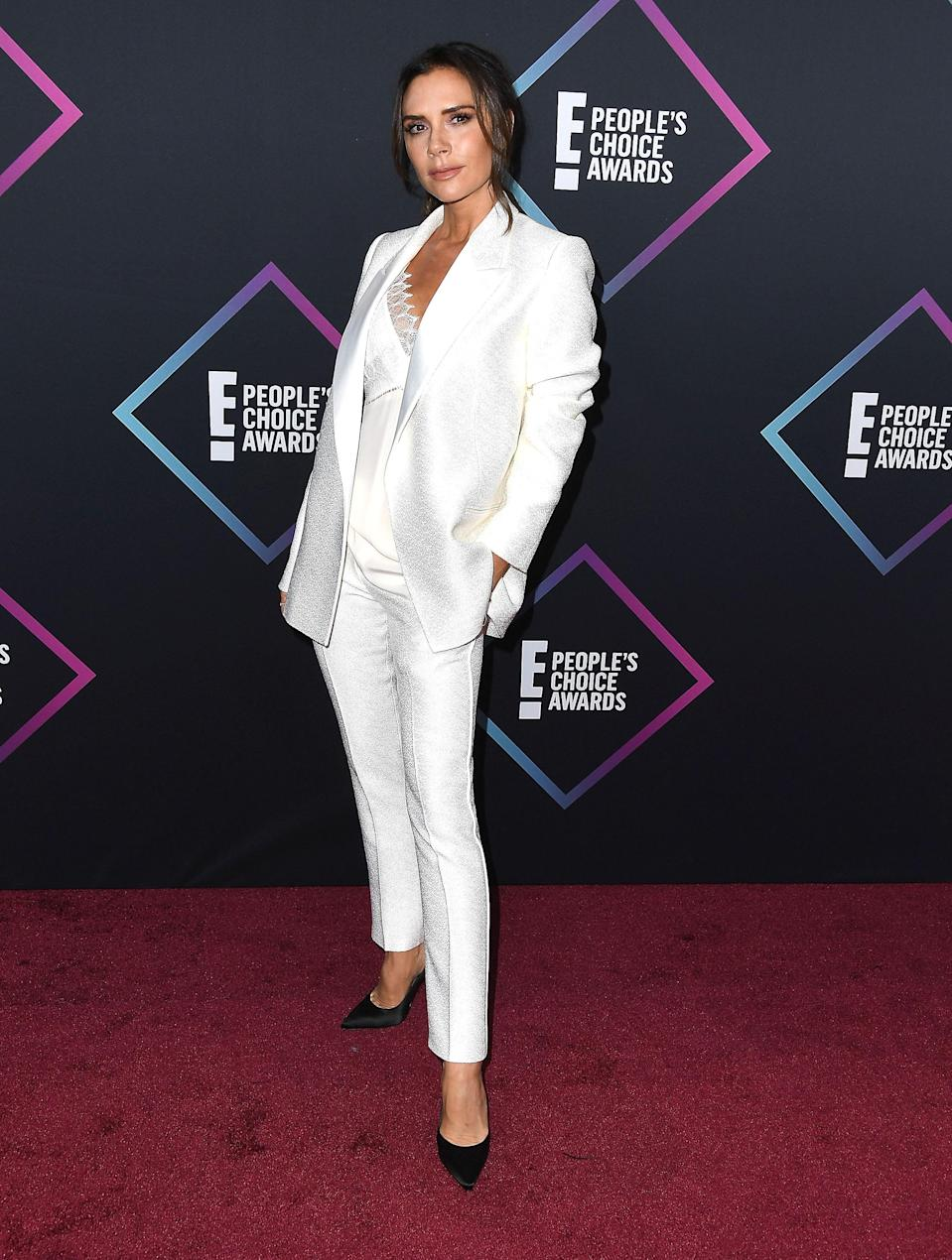 <p>Victoria Beckham wore a white suit from her eponymous lavel while accepting the Fashion Icon Award at the People's Choice Awards 2018 at Barker Hangar in Santa Monica, California. <em>[Photo: Getty]</em> </p>