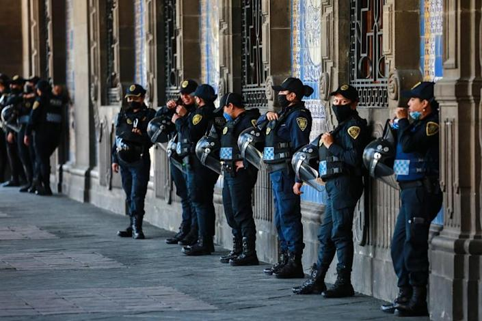 "Police officers stand guard outside a Mexico City municipal building on Thursday. While most countries and major cities have ordered a lockdown to halt COVID-19 spread, Mexico's president has not called for strict measures. <span class=""copyright"">( Manuel Velasquez / Getty Images)</span>"