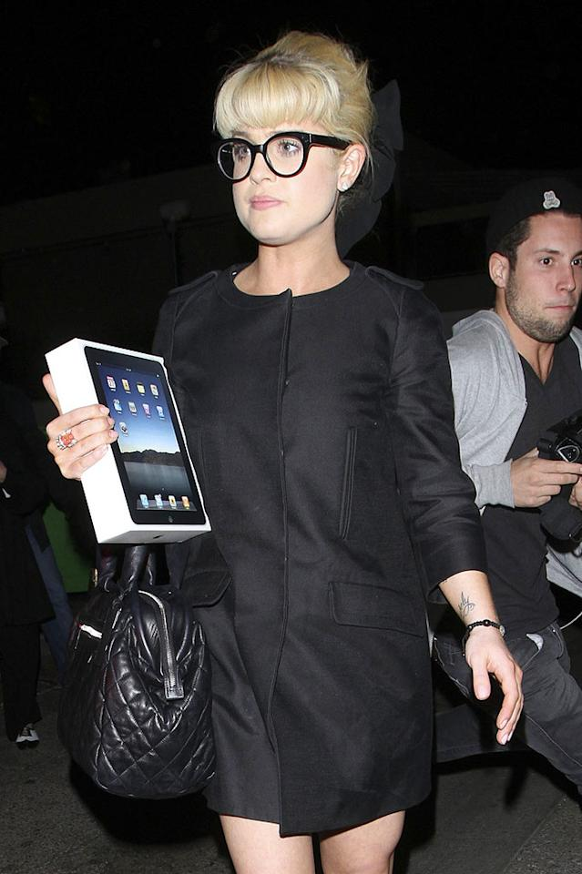 """Kelly Osbourne celebrated her 26th birthday with friends and family -- including her parents Ozzy and Sharon -- at her fave restaurant Shanghai Grill in Beverly Hills Wednesday. The newly-svelte starlet scored big with an iPad. Thanks mum and dad! Hellmuth Dominguez/<a href=""""http://www.pacificcoastnews.com/"""" target=""""new"""">PacificCoastNews.com</a> - October 27, 2010"""