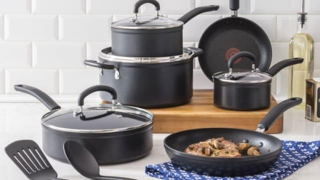 Grab this top-rated cookware set for a steal.