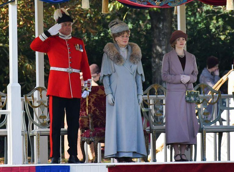 <p>They appear to be preparing for the film's central royal visit. </p>