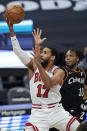 Chicago Bulls' Garrett Temple (17) drives to the basket against Cleveland Cavaliers' Darius Garland (10) during the first half of an NBA basketball game Wednesday, April 21, 2021, in Cleveland. (AP Photo/Tony Dejak)