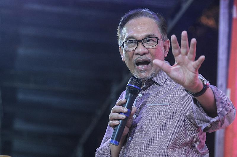 Datuk Seri Anwar Ibrahim says Datuk Seri Najib Razak is to be blamed for the 1MDB scandal. — Picture by Shafwan Zaidon