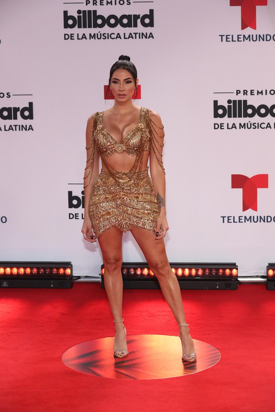 El look dorado de la <em>influencer </em>y estilista no tiene término medio: o lo amas o lo odias. (Foto: Aaron Davidson / NBCU Photo Bank via Getty Images)