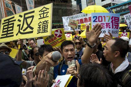 Pro-democracy protesters shout at pro-China supporters (not pictured) during a march to demand lawmakers reject a Beijing-vetted electoral reform package for the city's first direct chief executive election in Hong Kong, China June 14, 2015. REUTERS/Tyrone Siu