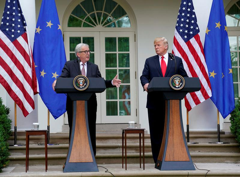 U.S. President Donald Trump and President of the European Commission Jean-Claude Juncker speak about trade relations in the Rose Garden of the White House in Washington, U.S., July 25, 2018. REUTERS/Joshua Roberts