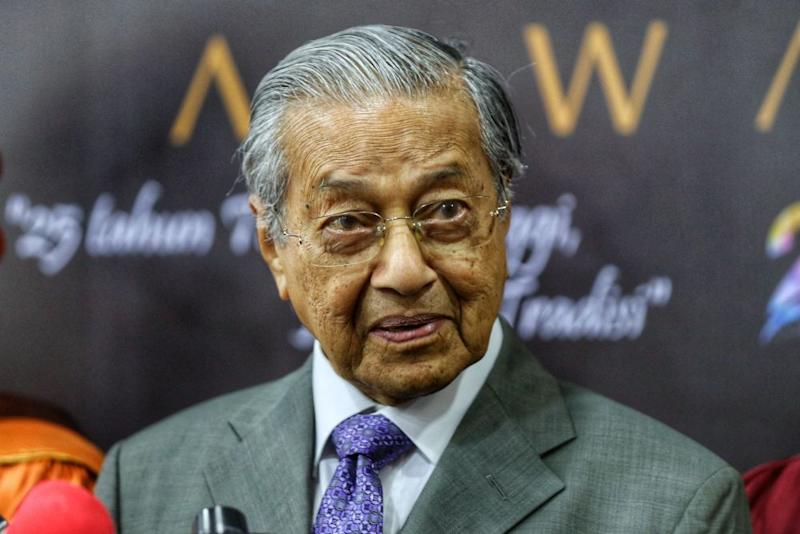 Tun Dr Mahathir Mohamad speaks to reporters during a press conference after the National Arts, Culture and Heritage Academy's 15th convocation in Kuala Lumpur November 7, 2019. — Picture by Ahmad Zamzahuri