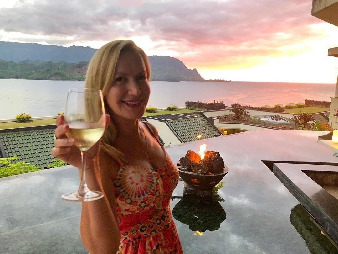 """The <em>Office</em> alum said """"cheers"""" to vacation while on a recent trip to Hanalei Bay in Hawaii. """"I mean... do I have to leave??? 😉🏝🍷,"""" she captioned <a href=""""https://www.instagram.com/p/B1AvsE2jpps/"""">the post</a>."""