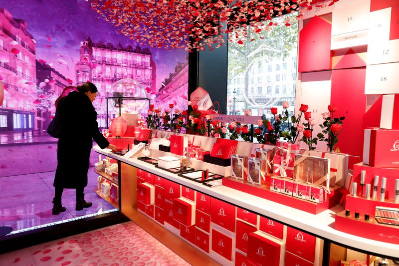 L'Oreal's Lancome beefs up stores as luxury cosmetics take off