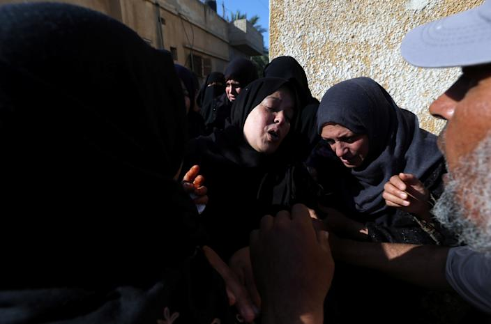<p>A relative of a Palestinian, who was killed during a protest at the Israel-Gaza border, mourns during his funeral in Khan Younis in the southern Gaza Strip, May 14, 2018. (Photo: Ibraheem Abu Mustafa/Reuters) </p>