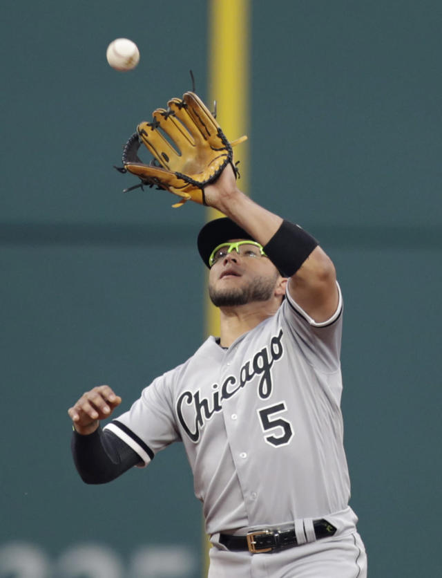 Chicago White Sox's Yolmer Sanchez catches a ball hit by Cleveland Indians' Yonder Alonso in the sixth inning of a baseball game, Tuesday, June 19, 2018, in Cleveland. Alonso was out on the play. (AP Photo/Tony Dejak)