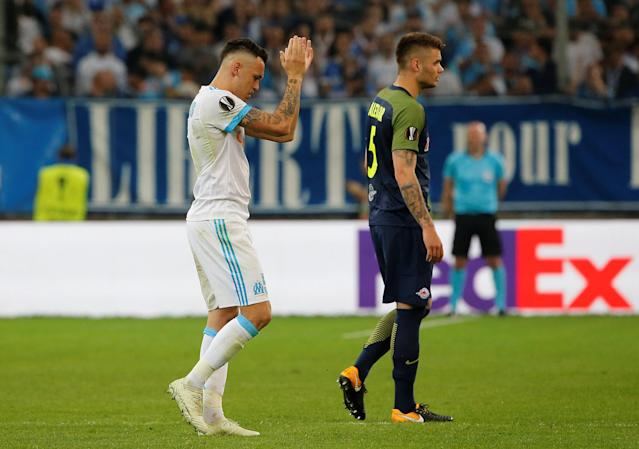 Soccer Football - Europa League Semi Final First Leg - Olympique de Marseille vs RB Salzburg - Orange Velodrome, Marseille, France - April 26, 2018 Marseille's Lucas Ocampos applauds the fans as he leaves the pitch after being substituted REUTERS/Jean-Paul Pelissier