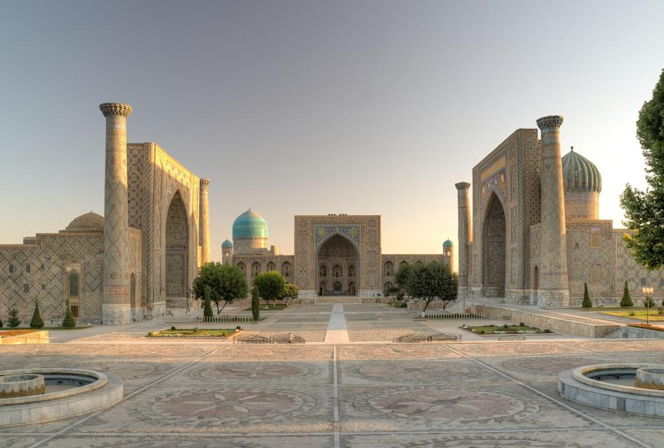 "<span class=""caption"">Le Registan, à Samarkand.</span> <span class=""attribution""><span class=""source"">Ekrem Canli/Wikipedia</span>, <a class=""link rapid-noclick-resp"" href=""http://creativecommons.org/licenses/by-nc-sa/4.0/"" rel=""nofollow noopener"" target=""_blank"" data-ylk=""slk:CC BY-NC-SA"">CC BY-NC-SA</a></span>"