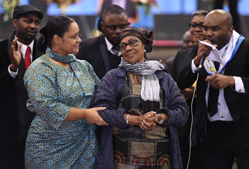 Marthe Kasalu-Jibikila (C), the wife of Democratic Republic of Congo late opposition leader Etienne Tshisekedi takes part in a funeral wake for her late husband, in Brussels on February 5, 2017 (AFP Photo/EMMANUEL DUNAND)