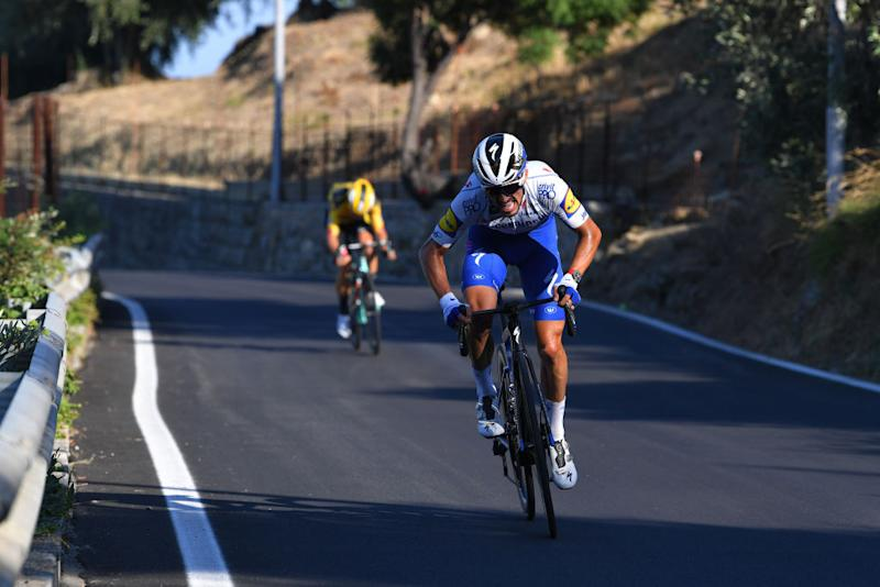 Van Aert tries to get back on terms with Alaphilippe
