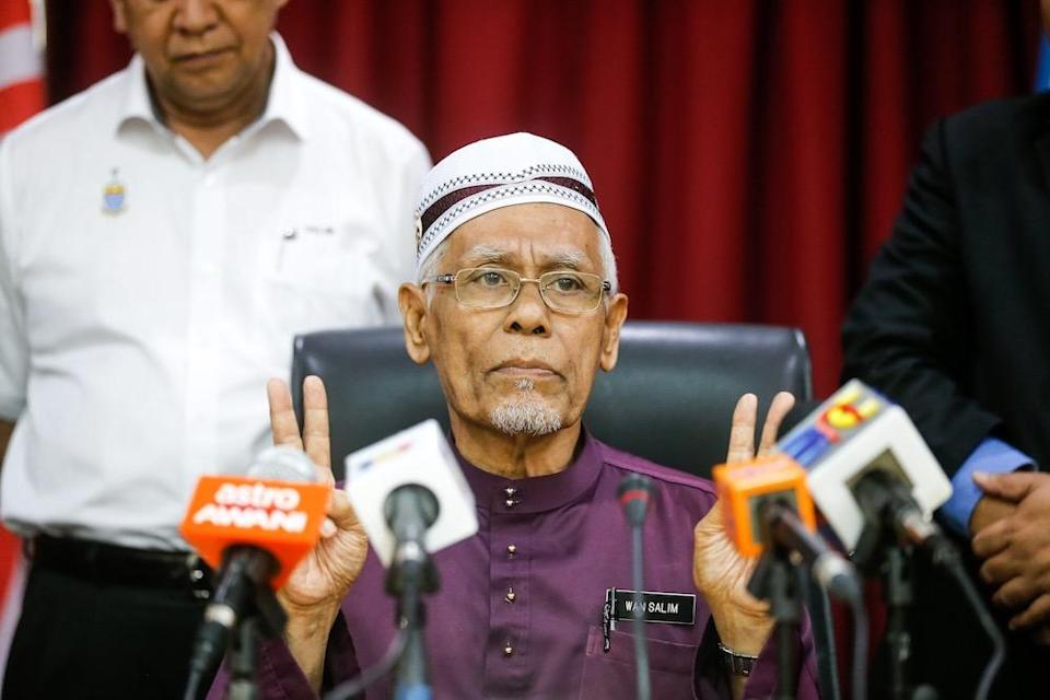Penang Mufti Datuk Wan Salim Wan Mohd Noor explained that his previous disagreement with the white flag campaign was due to his worry that flying the white flag could affect the faith of Muslims. — Picture by Sayuti Zainudin