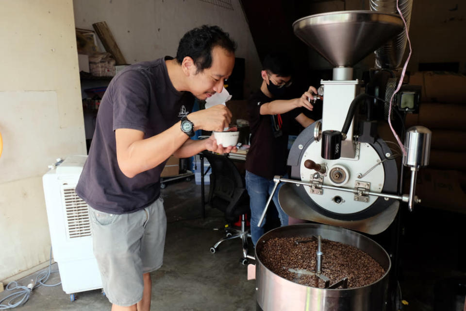 Steven checking on the quality of the coffee bean during the roasting process. — Picture by Steven Ooi KE