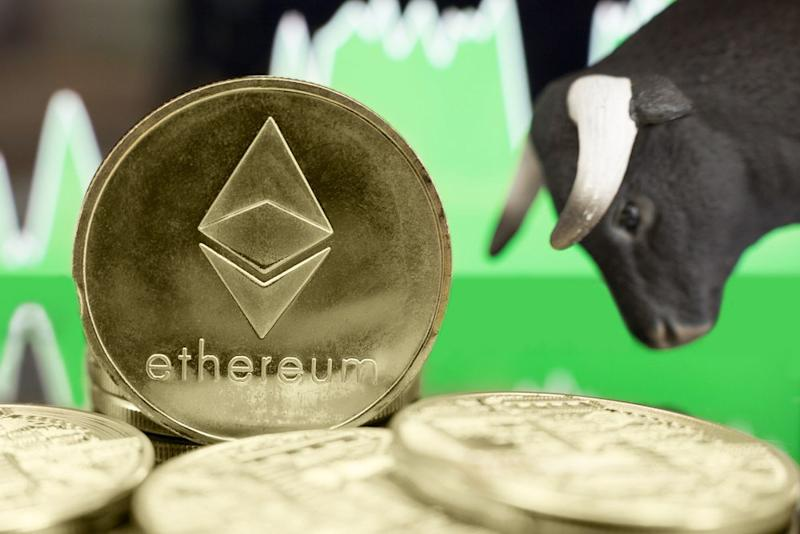 Bitcoin is absolutely clobbering ethereum, but multiple traders believe ETH is on the verge of a massive comeback. | Source: Shutterstock
