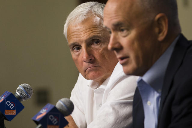New York Mets gteneral manager Sandy Alderson announces a two-year extension for manager Terry Collins, left, during a news conference at Citi Field, Monday, Sept. 30, 2013, in New York.(AP Photo/John Minchillo)