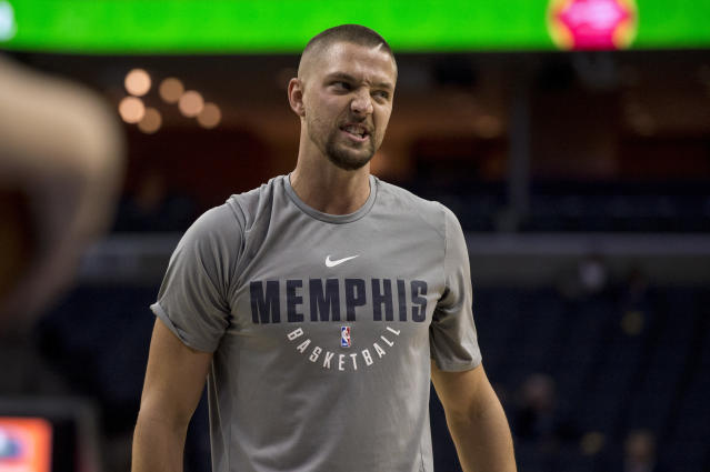 "<a class=""link rapid-noclick-resp"" href=""/nba/teams/mem/"" data-ylk=""slk:Memphis Grizzlies"">Memphis Grizzlies</a> forward <a class=""link rapid-noclick-resp"" href=""/nba/players/4920/"" data-ylk=""slk:Chandler Parsons"">Chandler Parsons</a> scored only six points in the season opener and heard about it from fans.. (AP)"