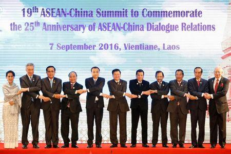( L to R) Myanmar's State Counsellor Aung San Suu Kyi, Singapore's Prime Minister Lee Hsien Loong, Thailand's Prime Minister Prayuth Chano-cha, Vietnamese Prime Minister Nguyen Xuan Phuc, Chinese Premier Li Keqiang, Laos Prime Minister Thongloun Sisoulith, Philippines President Rodrigo Duterte, Brunei's Sultan Hassanal Bolkiah, Cambodia's Prime Minister Hun Sen, Indonesia's President Joko Widodo and Malaysian Prime Minister Najib Abdul Razak pose for photo during ASEAN-China Summit in Vientiane, Laos September 7, 2016. REUTERS/Soe Zeya Tun