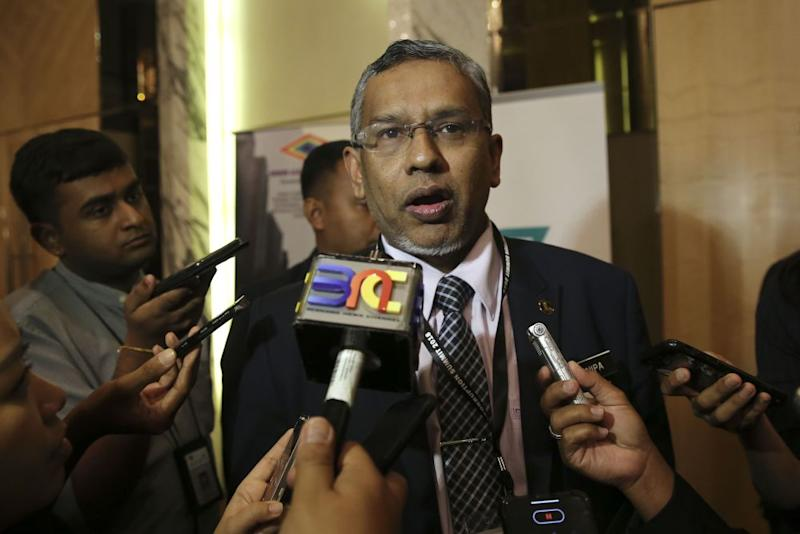 Mohamed Hanipa Maidin says two-thirds support is needed in the Dewan Rakyat to amend Articles 46 and 113 of the Federal Constitution if it is to conduct a new election redelineation exercise. ― Picture by Yusof Mat Isa