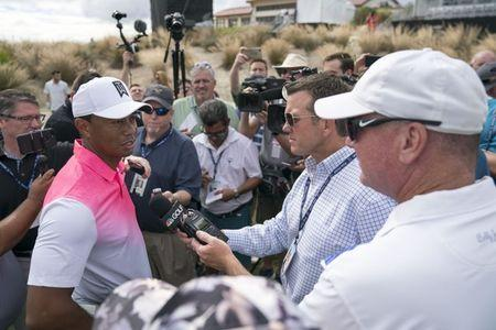 Woods impresses on return as Fleetwood edges clear