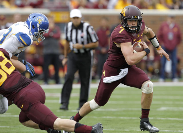 Minnesota quarterback Mitch Leidner, right, carries the ball for a 15-yard gain during the first quarter of an NCAA college football game against San Jose State in Minneapolis Saturday, Sept. 21, 2013. (AP Photo/Ann Heisenfelt)
