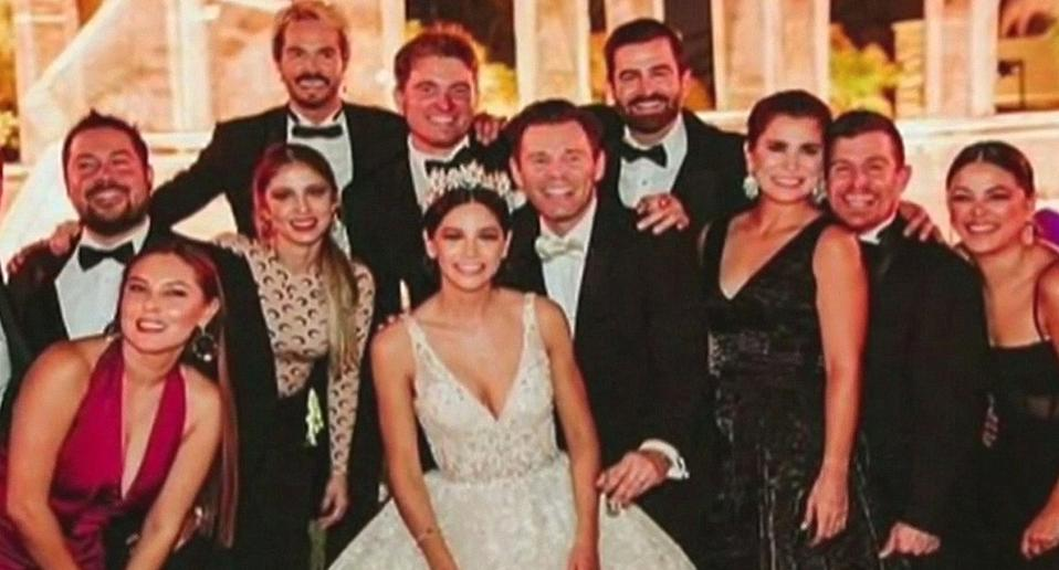 Photo shows newlyweds at Mexican wedding of 300 people where 100 people contracted coronavirus.
