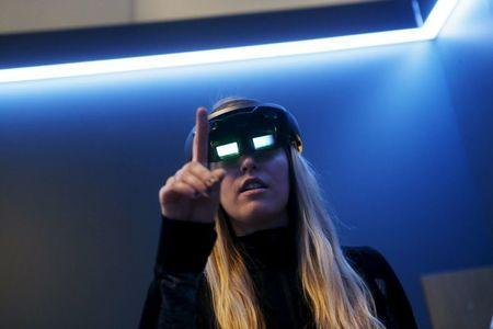 A Microsoft employee demonstrates HoloLens during the Microsoft Build 2016 Developers Conference in San Francisco, California March 30, 2016. REUTERS/Beck Diefenbach/File Photo