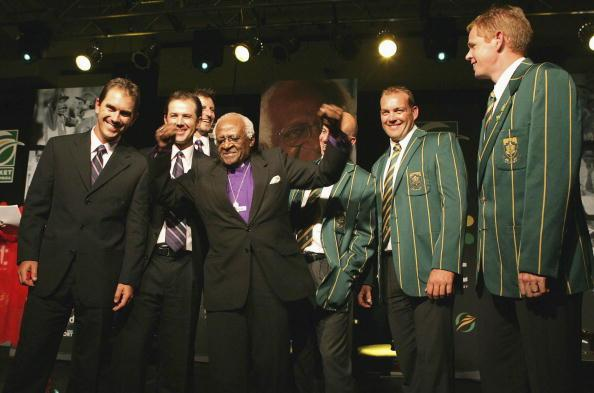 MIDRAND, SOUTH AFRICA - MARCH 29:  Archbishop Desmond Tutu (C) poses with Justin Langer (L) and Ricky Ponting (2nd from L) of Australia and Jacques Kallis (2nd from R) and Shaun Pollock (R) of South Africa during the Strength in Diversity Testimonial Dinner Tribute to Desmond Tutu at Gallagher Estate on March 29, 2006 in Midrand, South Africa. (Photo by Touchline Photo/Getty Images)