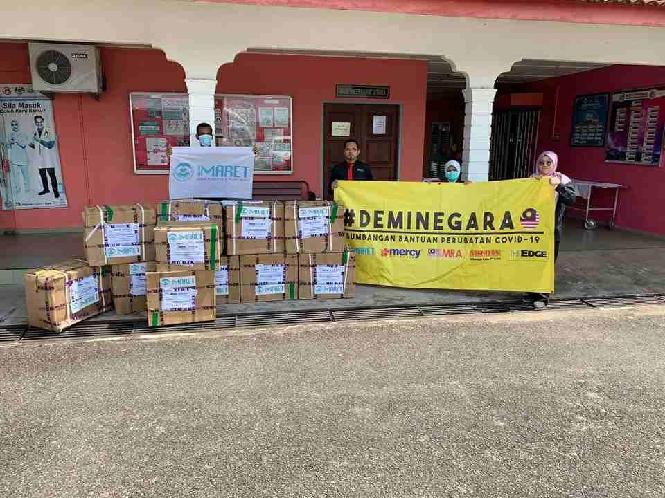 Dropping off medical supplies at the Hulu Terengganu Hospital Emergency and Trauma unit in Kuala Berang before making their way to Pahang. — Picture from Facebook/Mohd Zulhairi Zainol
