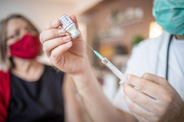 The doctor talks to the older woman and explains to her the safety of the vaccine itself and its effects. Immunization against the Covid virus pandemic 19. (Photo: Milan Markovic via Getty Images)