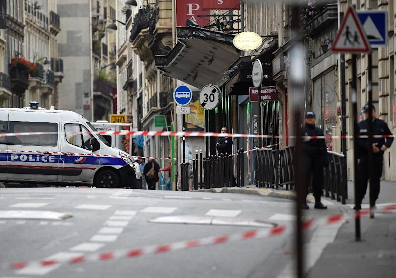 Police set up a cordon around the area where a suspect package was found in Rue De Clichy in the ninth district of Paris on November 16, 2015 (AFP Photo/Lionel Bonaventure)