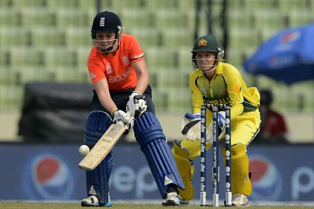 England cricketer Heather Knight (L) plays a shot during the ICC Women's World Twenty20 final between Australia and England at The Sher-e-Bangla National Cricket Stadium in Dhaka on April 6, 2014 (AFP Photo/Munir Uz Zaman)